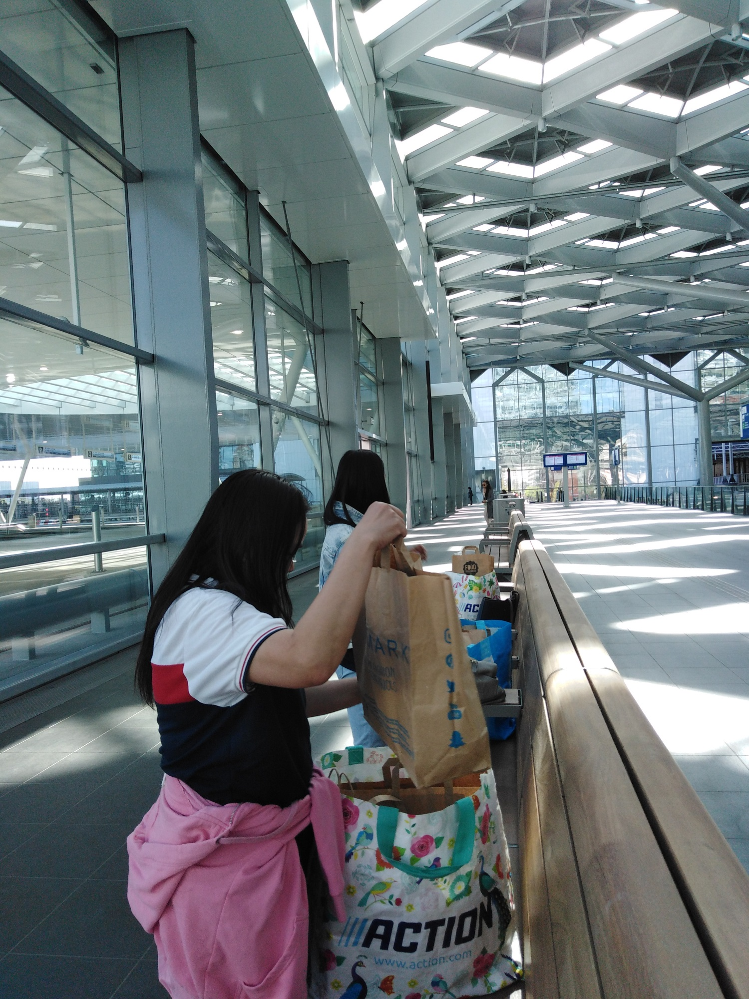 Volunteers organise food for forced migrants